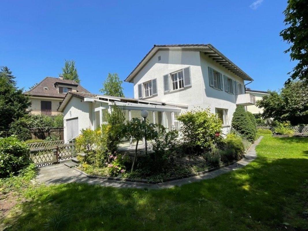 Familienfeindliches 6-Zimmer-Einfamilienhaus mit Wintergarten