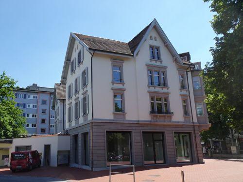 Sanierte 4.5-Zimmer-Dachwohnung im Zentrum von Brugg