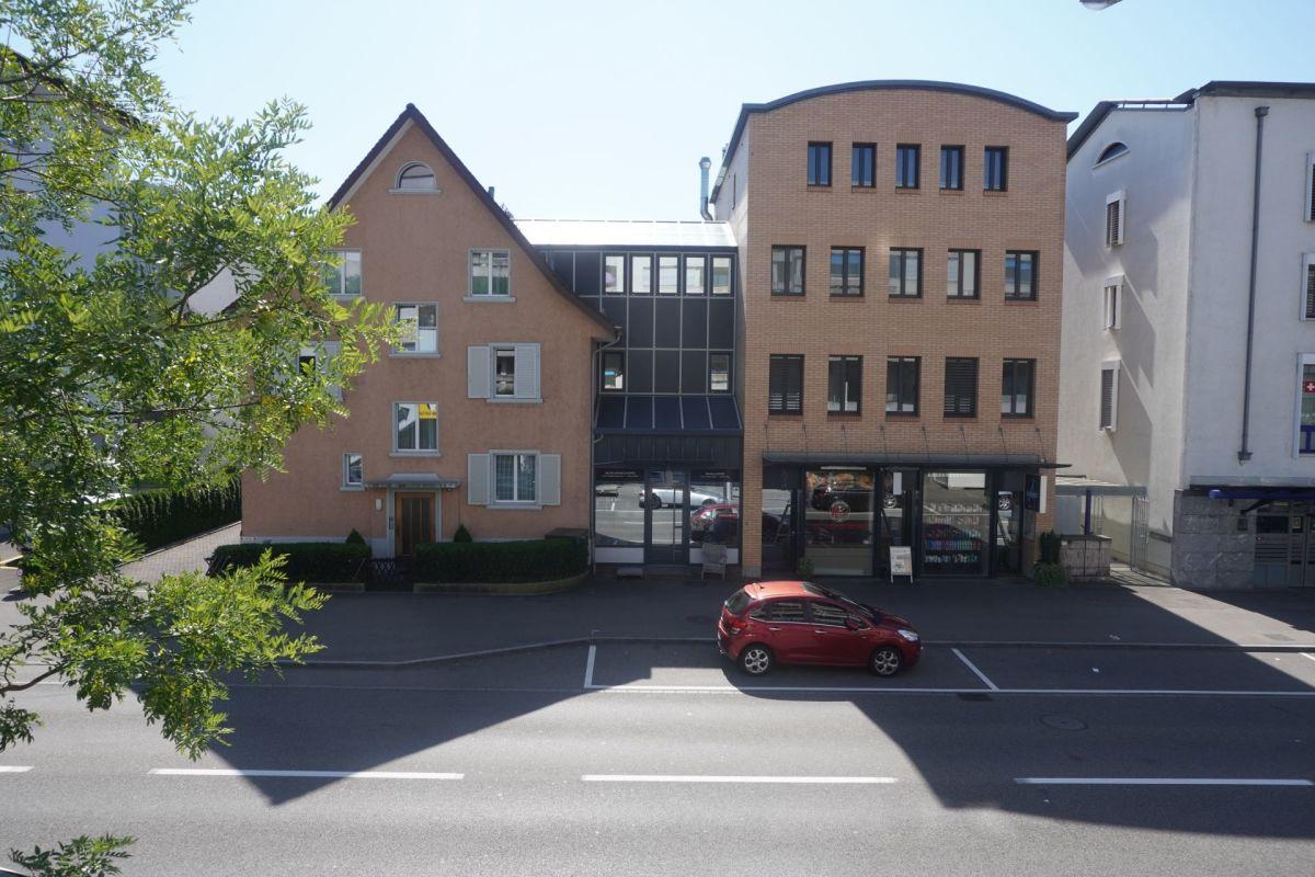 Vollvermietetes Wohn- und Geschäftshaus an prominenter Passantenlage im Zentrum von Wettingen