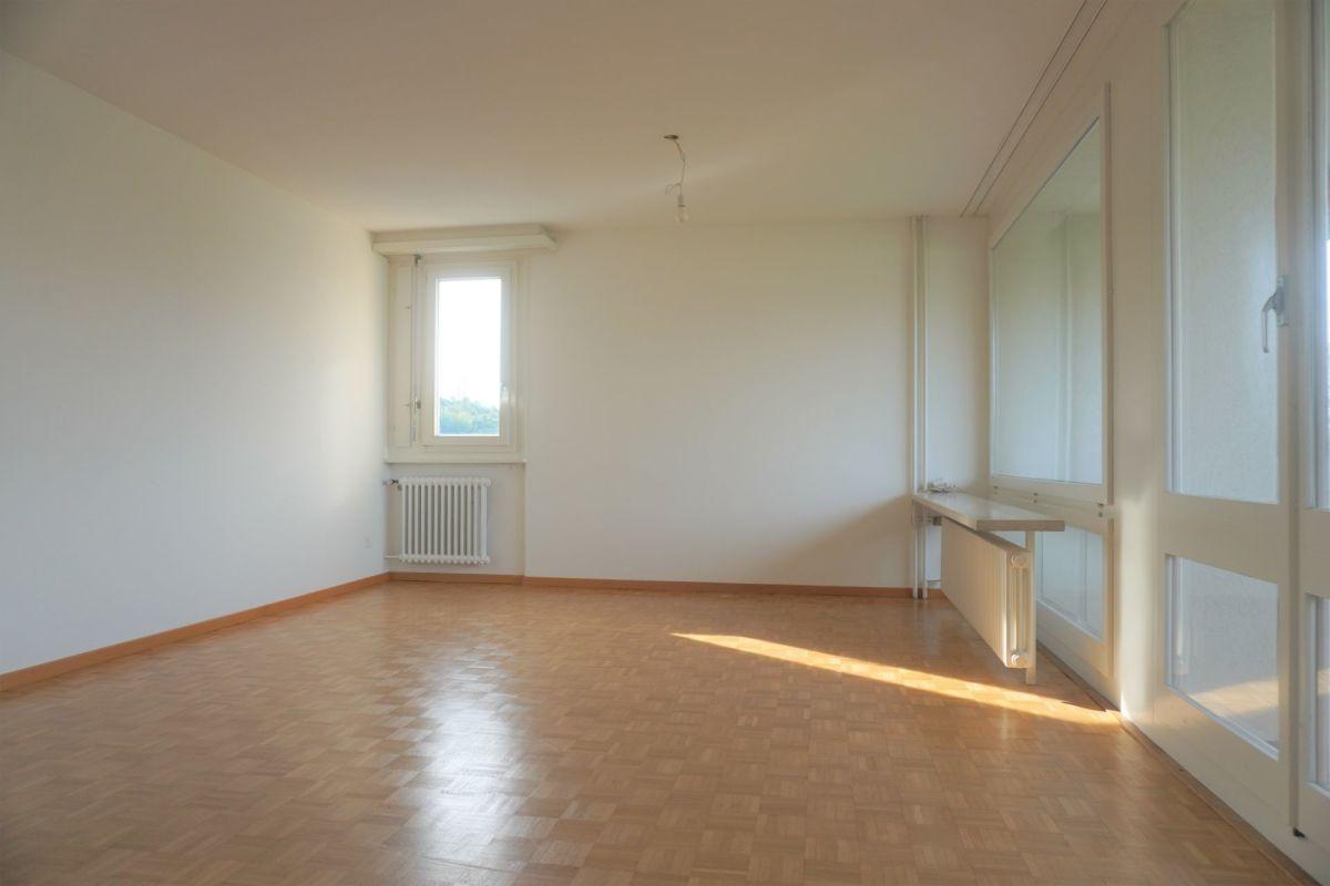 Helle, gepflegte 2.0-Zimmer-Wohnung mit verglastem Balkon und schönem Ausblick