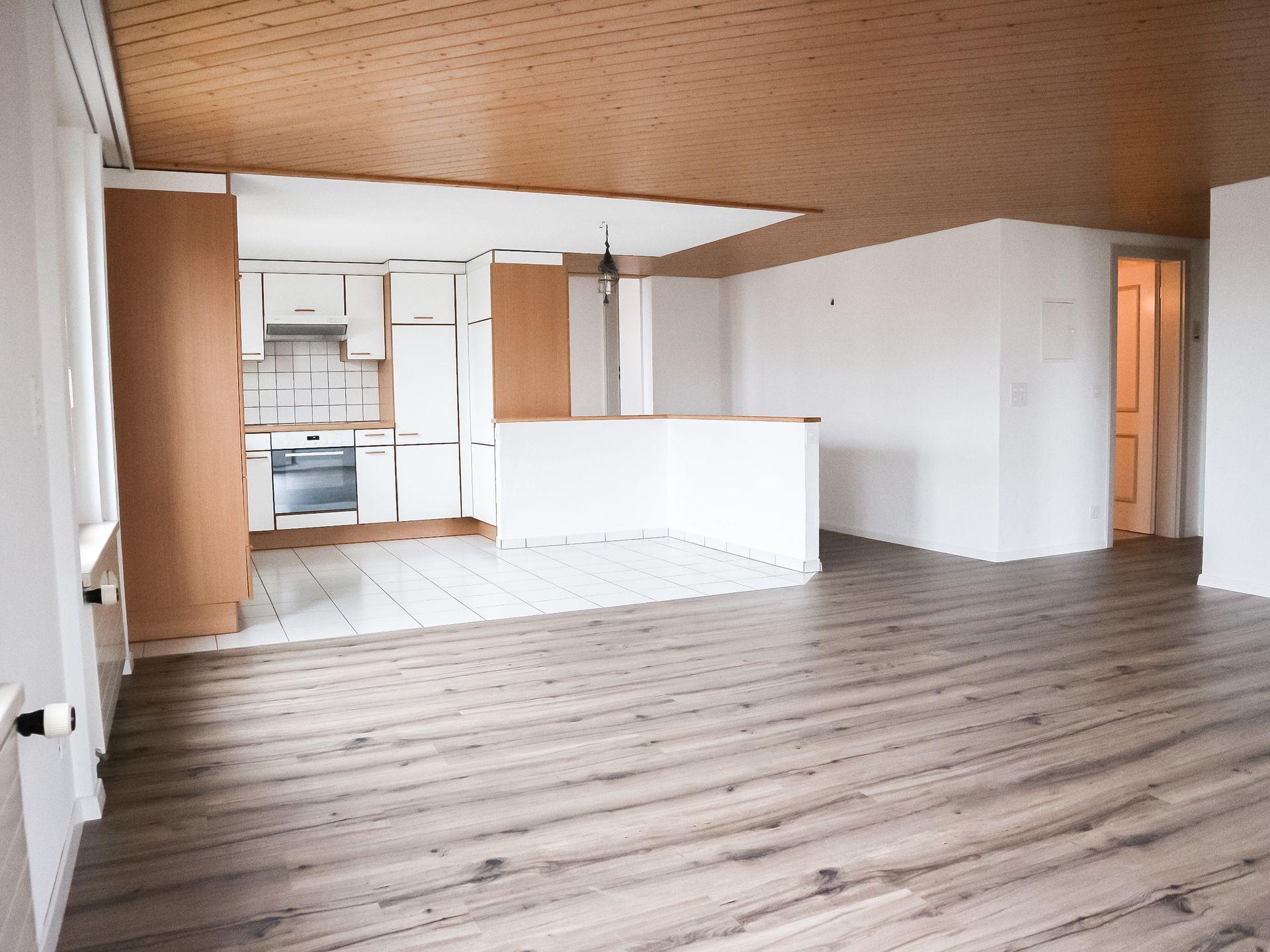 Miete: helle Wohnung an zentraler Lage