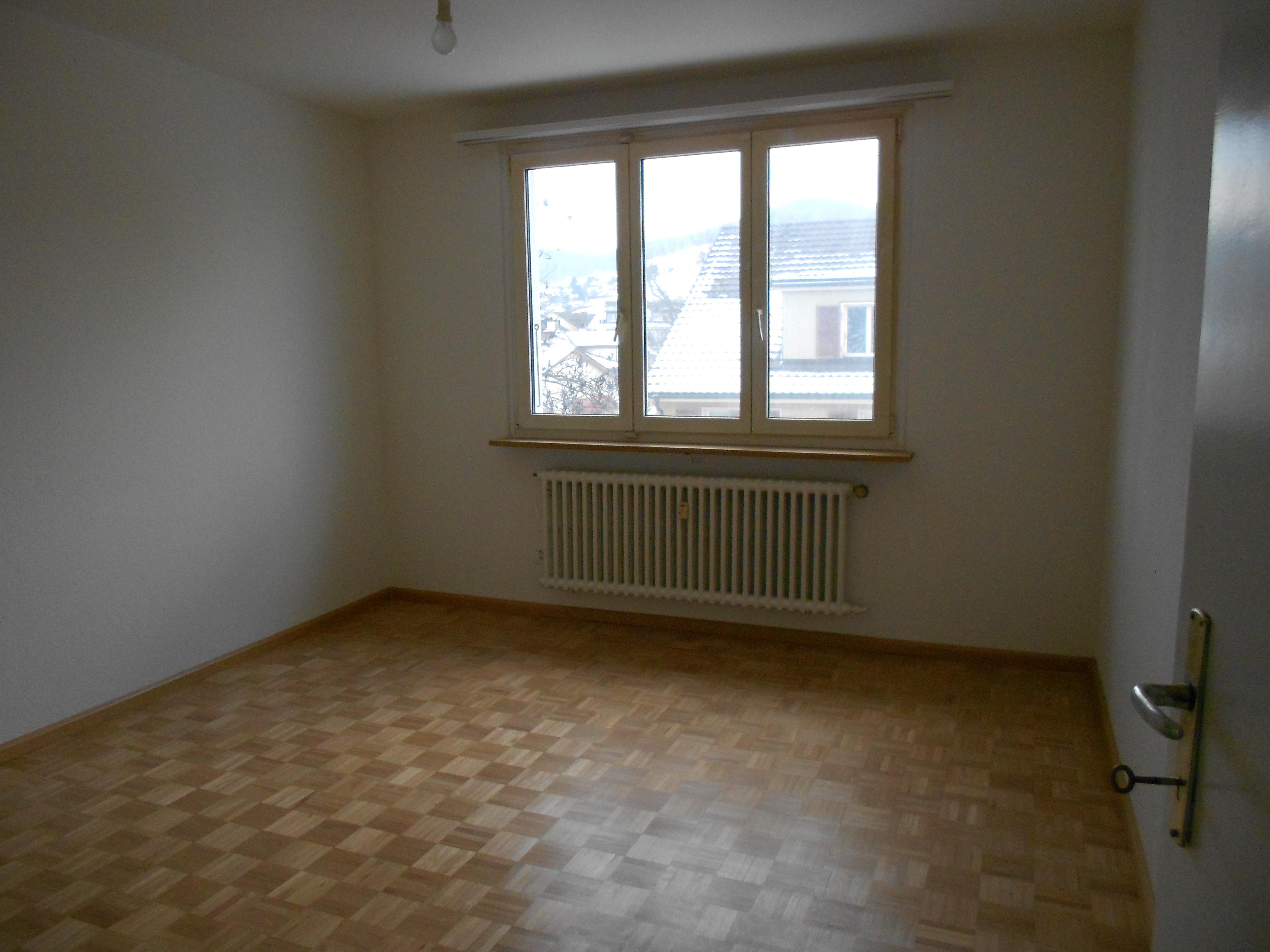 Miete: Grosszügige Dachwohnung für Single