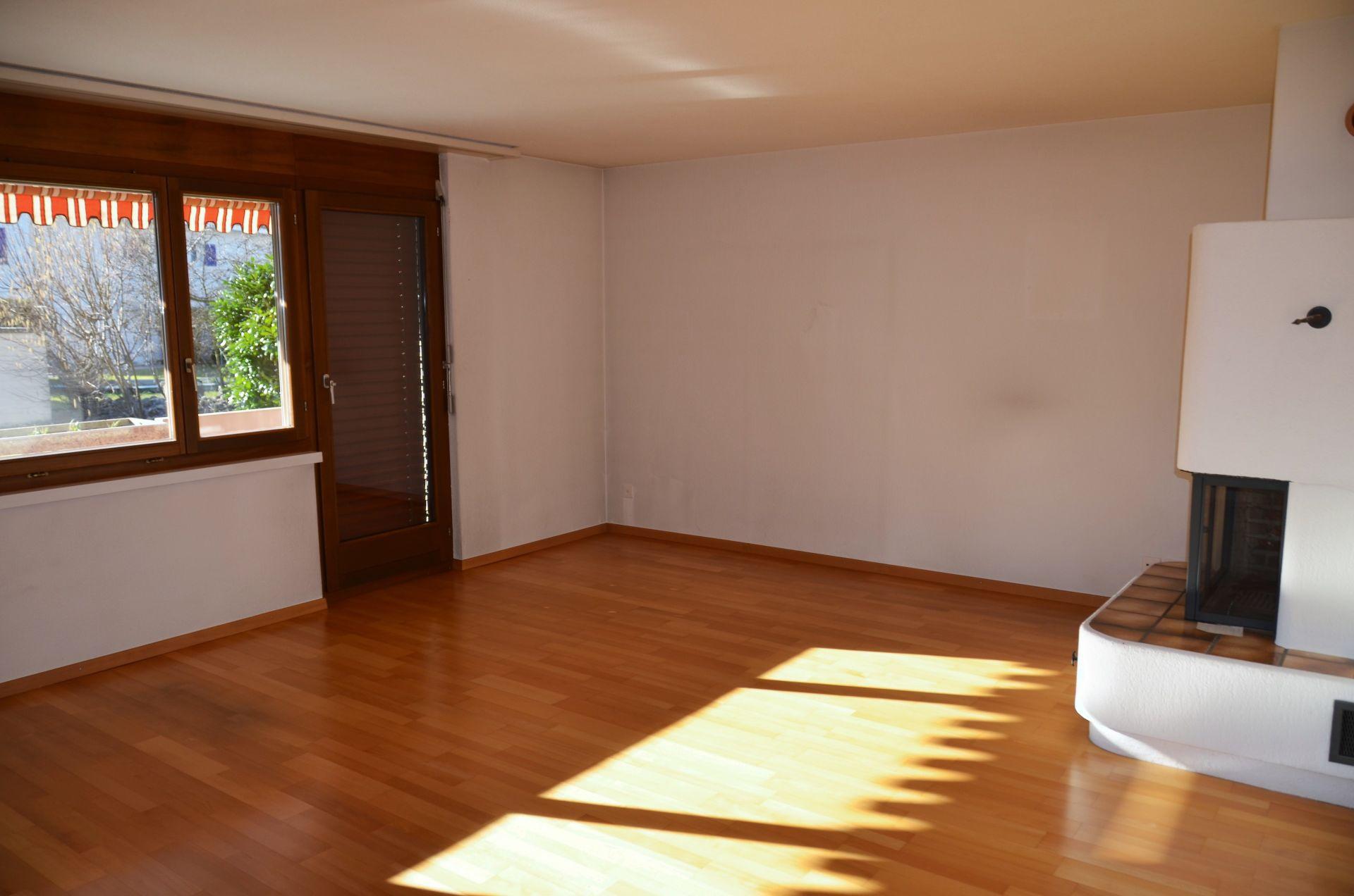 Wohnbereich mit Cheminée und Balkon