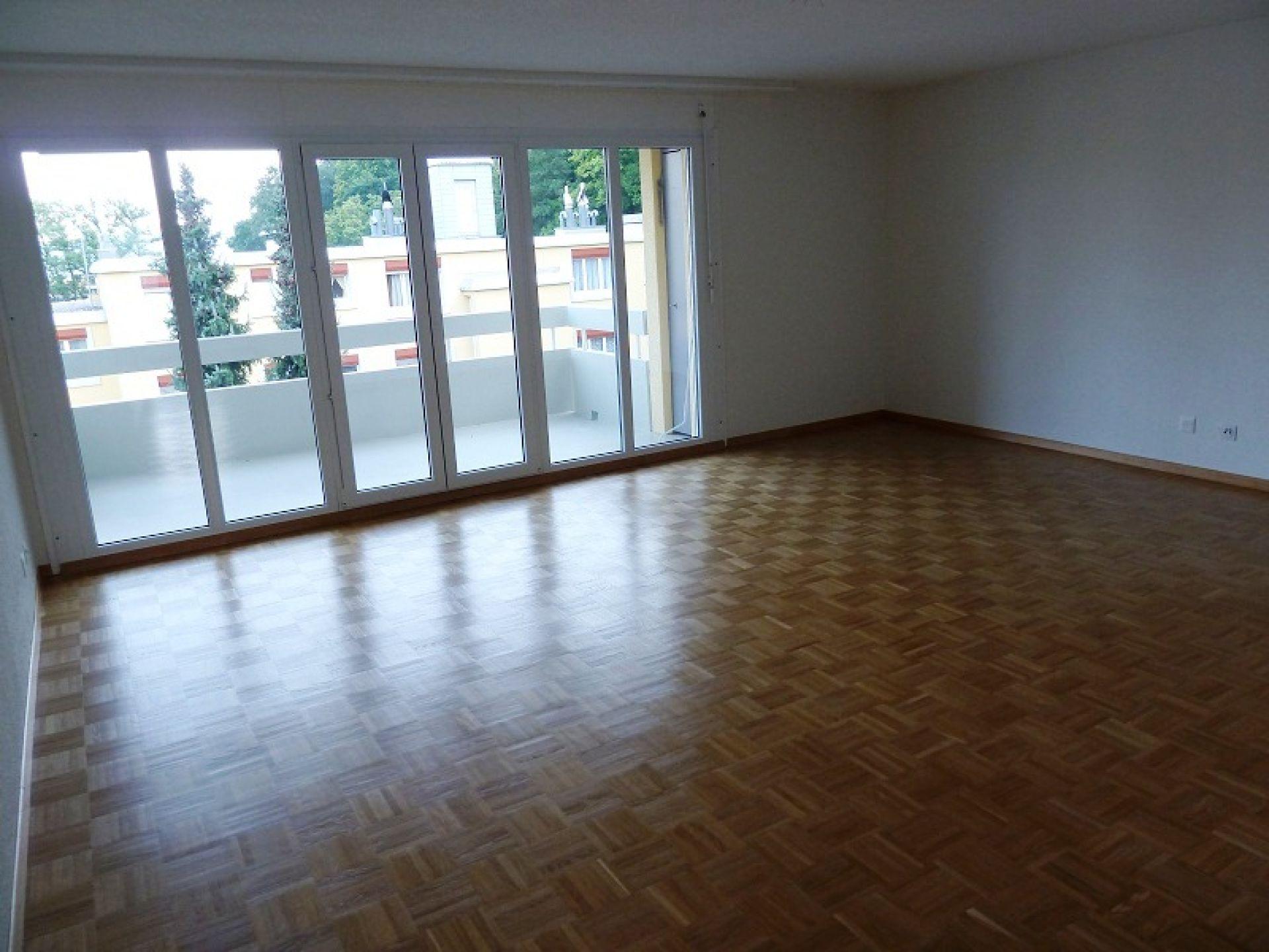 Miete: schöne Wohnung mit Aussicht ins grüne